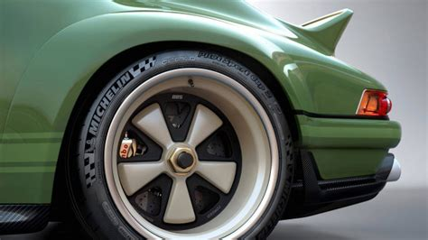 Singer-Williams Porsche 911 subtracts weight and adds